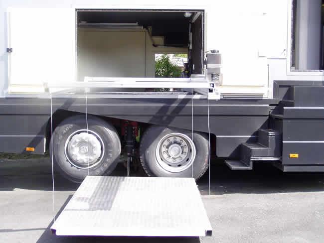 Wohnwagen Mit Außenküche : Stauber motorhomes mega liner